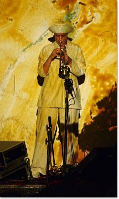 Dorothee Hahne an der Trompete - gemeinsam mit Maf Räderscheidt tauchte sie den verdunkelten Saal in Klang und Farbe.
